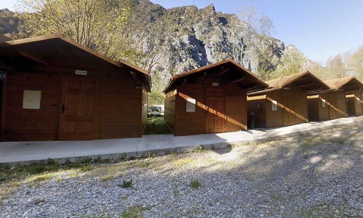 Cabaña de madera, bungallows, albergue, zona de acampada con Asdon Aventura Pirineos