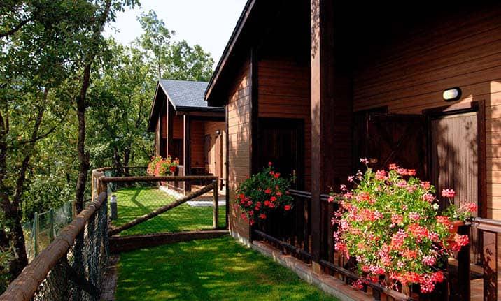 Apartamentos, bungallows de madera, zona de acampada con Asdon Aventura Pirineos