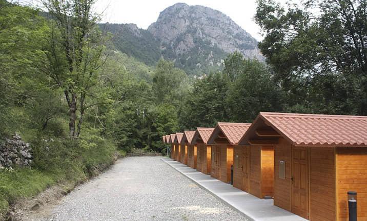 Bungalows de madera en Pirineos, centro multiaventura Asdon Aventura en Saravillo