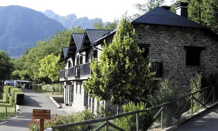 Centro de multiaventura de Asdon Aventura en Pirineos, valle de Tena