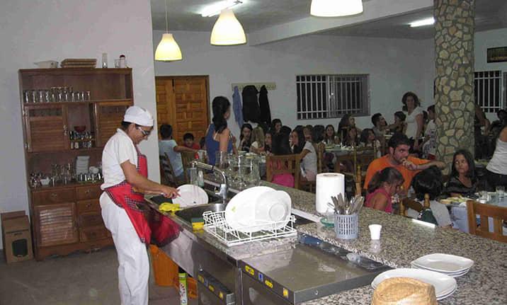 Comedor para grupos en el albergue de la sierra de Cuenca