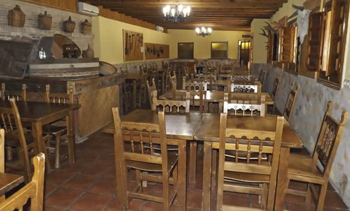 Comedor para grupos en el albergue de la sierra norte de Guadalajara