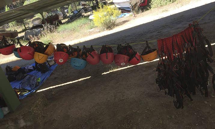 Equipamiento completo para vía ferrata en el pantano de San Juan