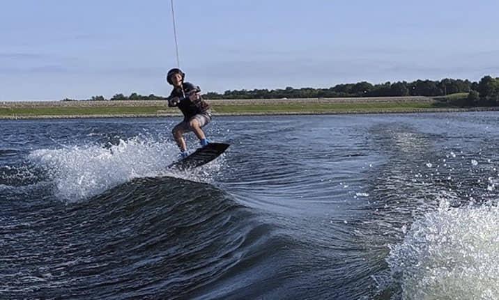 Equipamiento para wake boarding en el pantano de San Juan de Madrid