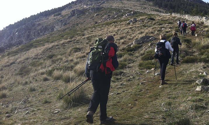 Material necesario para senderismo en la sierra de Madrid