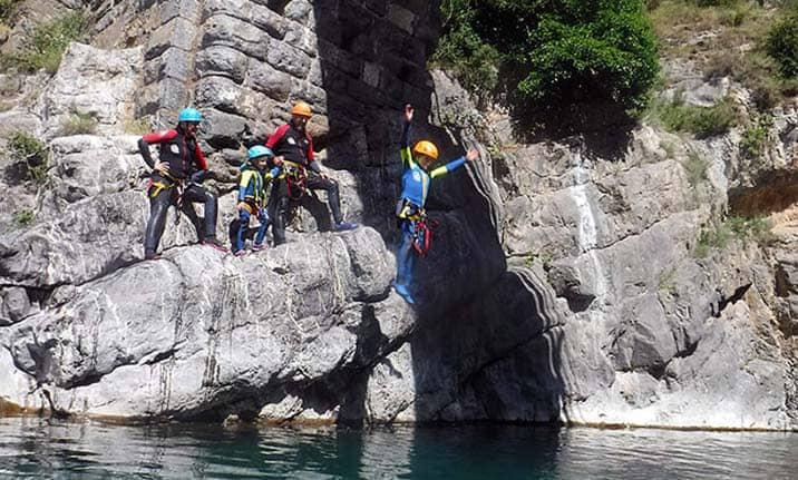 Actividad para familias, multiaventura en Pirineos