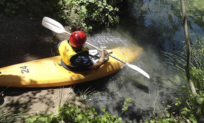 Kayak individual en las aguas bravas, Alto Tajo