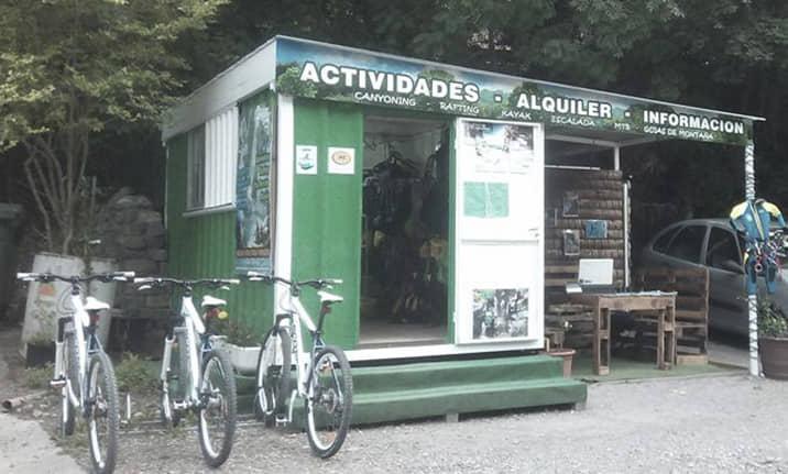 Oficina de Asdon Aventura en el centro de Saravillo, Pirineos