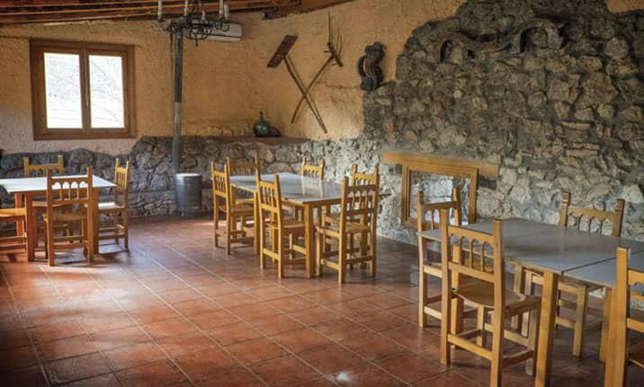 Salón Multiusos para grupos y eventos en el albergue de la sierra norte de Guadalajara