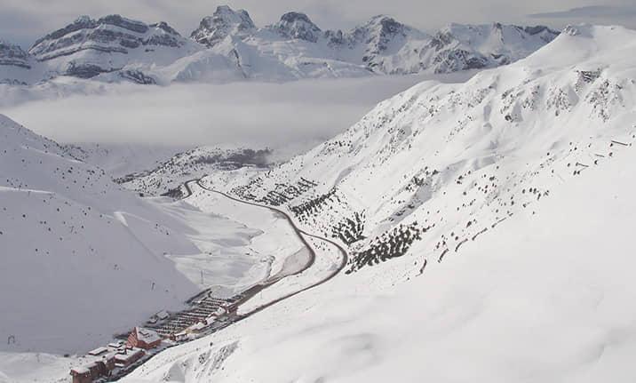Raquetas de nieve en la estación de Astún