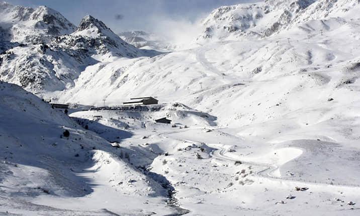 Raquetas de nieve en la estación de Formigal